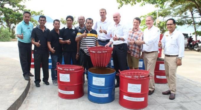 Rawai Nai Harn business community offre des poubelles pour Nai Harn Beach