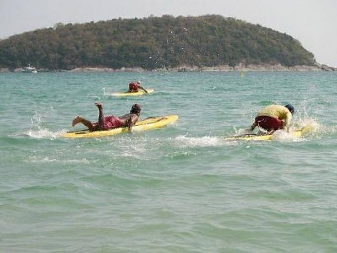 Les contrats des sauveteurs des plages de Phuket approuvés
