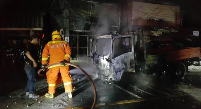 Un incendie réduit un véhicule du PEA en cendres