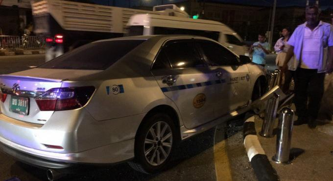 Un taxi verbalisé de 400 baths pour conduite dangereuse après un accident