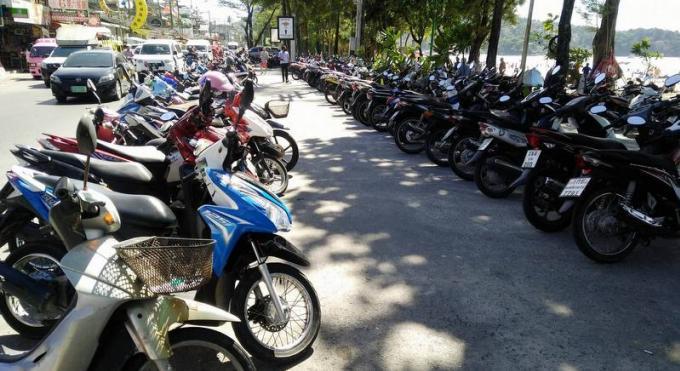 L'armée cible les loueurs de voitures et scooters occupant les places de parking près des plages
