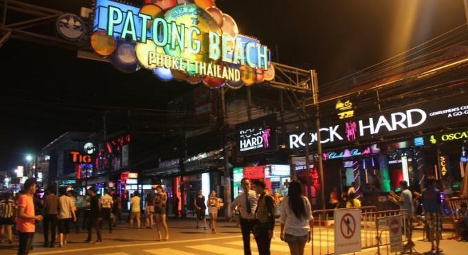 Le gouverneur de Phuket appelle à ce que les bars et clubs de Bangla ferment à 4h