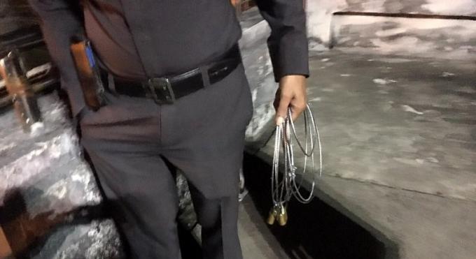 Un étranger loupe sa pendaison au-dessus d'une route de Phuket, la corde a lâché