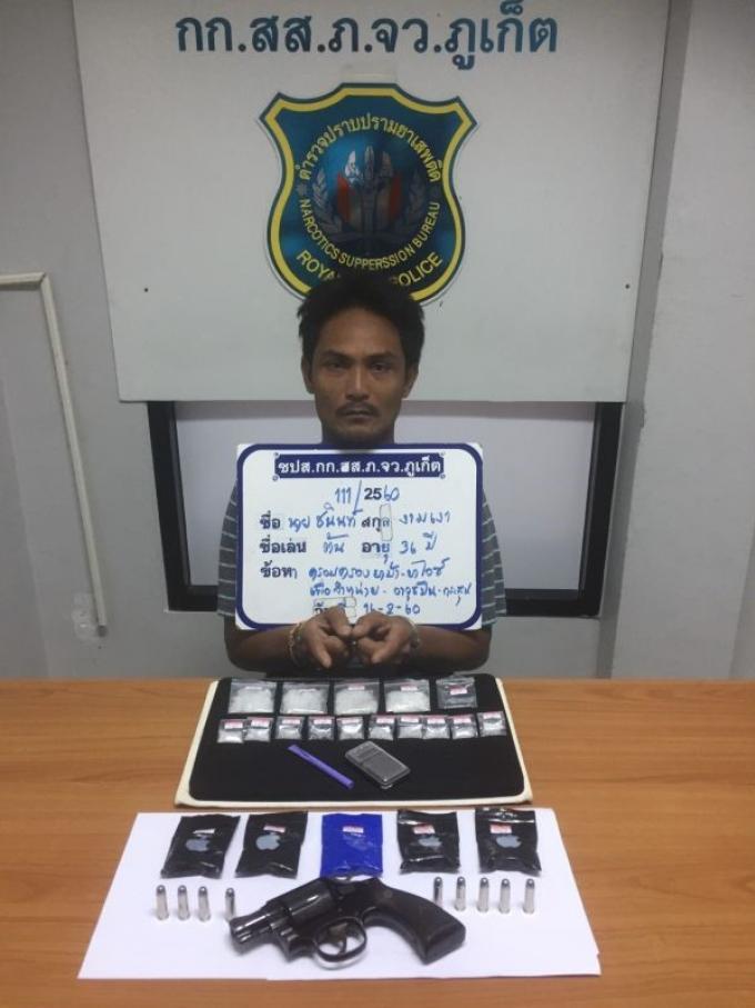 Six thaïs et un étranger arrêtés à Phuket pour possession de drogues d'armes et de munitions