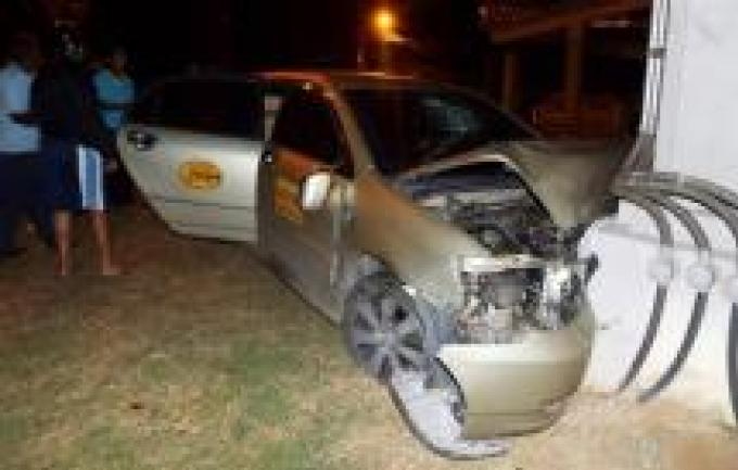 Un touriste blessé alors que le taxi s'endort au volant