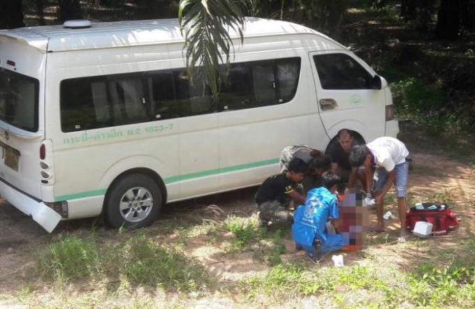 La police à la recherché de l'auteur de la fusillade qui a visé un chauffeur de van à Krabi