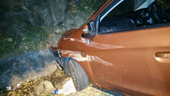 La police recherche deux russes suspectés d'avoir planté leur voiture dans un fossé alors qu'