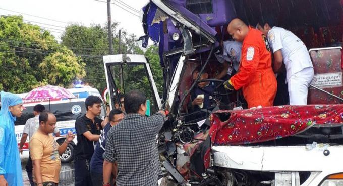 Un chauffeur de car blessé légèrement dans une collision avec un camion