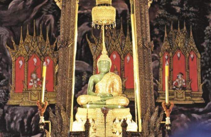 Retour en arrière : Histoire du Bouddha d'émeraude