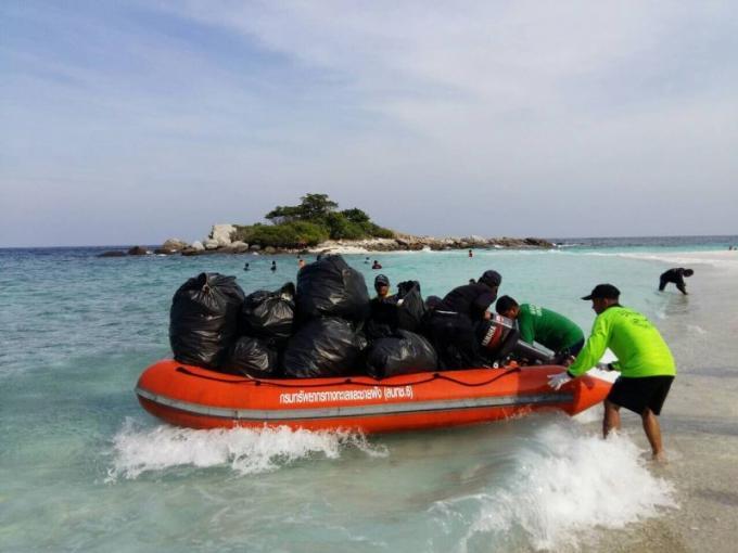 La plage et la mer de Koh Racha Noi débarrassées d'1.2 tonnes de détritus