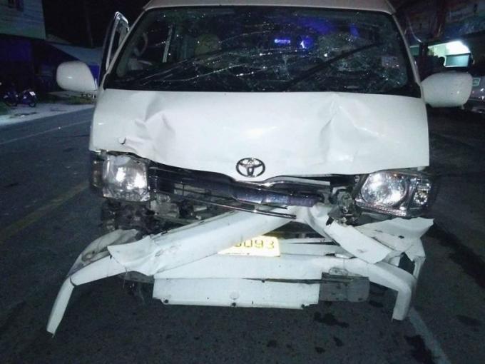 Trois blessés dont deux graves, dans l'accident entre un minivan et un camion poubelle