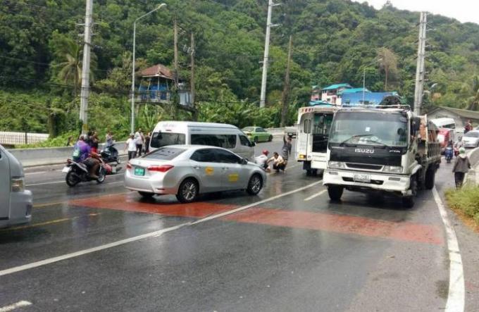 Les routes glissantes de Phuket font une nouvelle victime