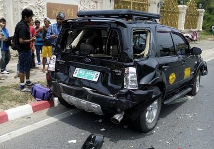 Collision entre un bus et un taxi, 2 blessés