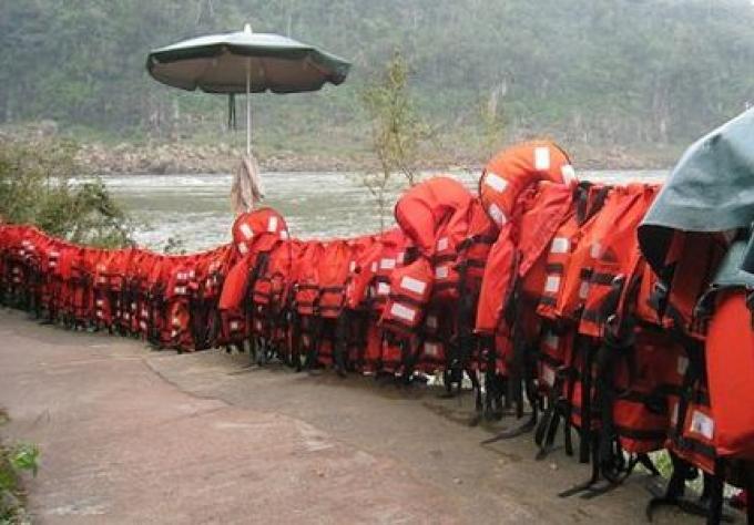 Le departement de la Marine donne une nouvelle loi sur les gilets de sauvetage