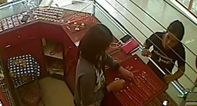 La police de Phuket recherché la 'voleuse à la poche arrière'