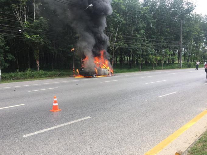 Une conductrice échappe à l'incendie de son Range Rover