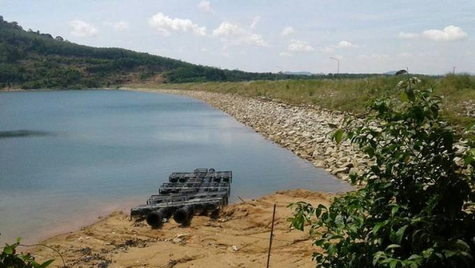 Des coupures d'eau à Chalong et Rawai et les inquiétudes du gouverneur quant aux ressources en e