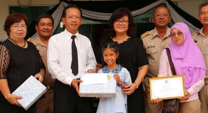 Une écolière de 9 ans récompensée pour son honnêteté