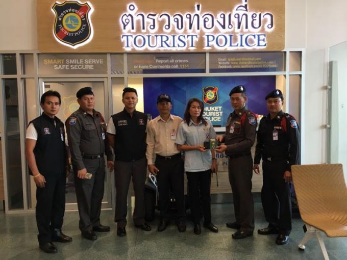 Un taxi de Phuket rapporte le portefeuille oublié d'une touriste chinoise