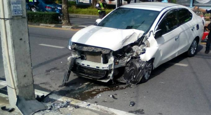 Un couple blessé après avoir percuté un pylône positionné sur une voie de circulation