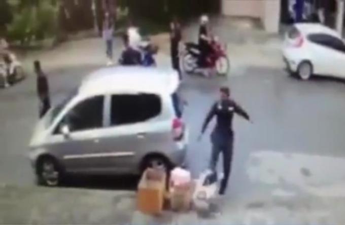 Altercation entre un policier de Krabi et un ladyboy