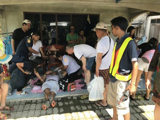 Des touristes blessés lorsqu'une pelleteuse arrache le toit d'un car