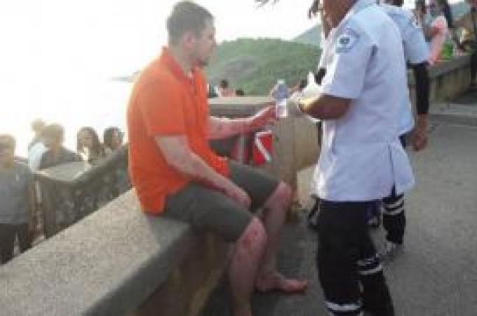 Un touriste russe se blesse en tombant d'une falaise de Promthep Cape