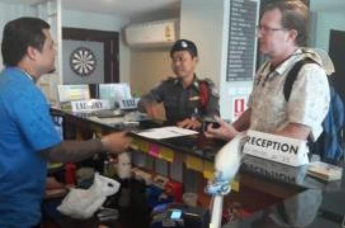 TAT et la police touristique de Phuket viennent en aide à un touriste américain