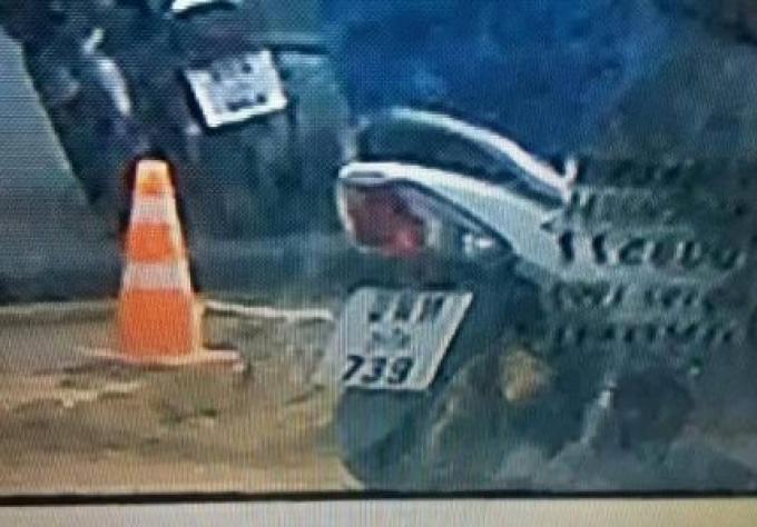 La police de Phuket recherche 2 hommes pour avoir jetés des pierres sur un véhicule