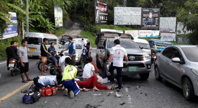 Deux femmes blessées dans une collision entre leur scooter et un pickup à Patong Hill