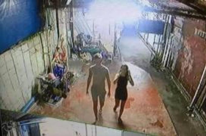 Un étranger aperçu battant un enfant après une dispute pour 10 baths