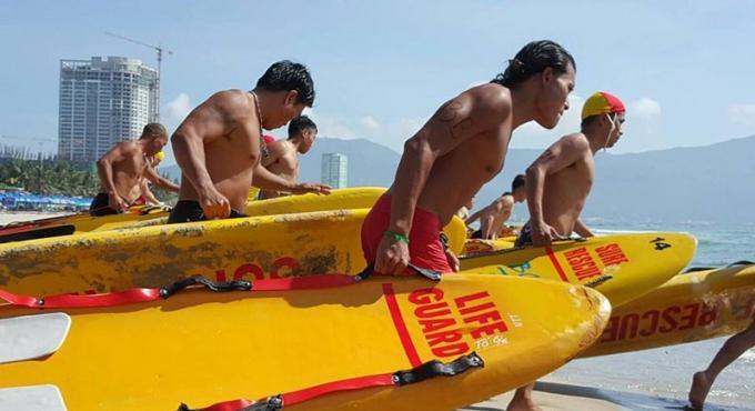 Les sauveteurs de Phuket remportent l'or aux championnats internationaux de sauvetage au Vietnam