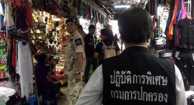 A Patong, plus 10,000 produits de contrefaçon saisie évalués à 20 millions de baths