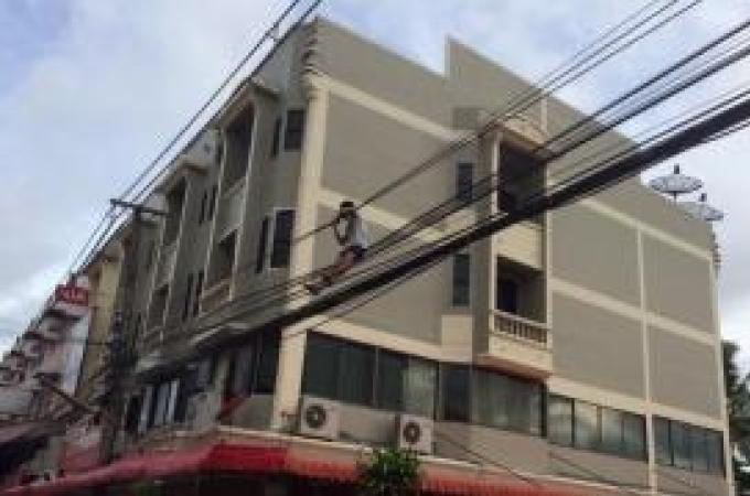 Encore un 'sauteur' : Un homme secouru à Phuket Town
