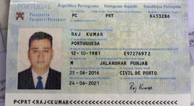 Deux hommes arrêtés a l'aéroport avec de faux passeports s'échappent