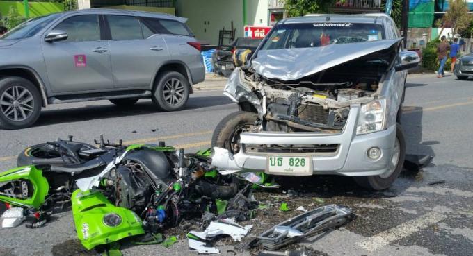 Un jeune de 20 ans meurt en moto dans un choc frontal à grande vitesse avec un pickup