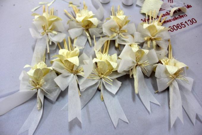 Le gouverneur de Phuket participe au projet des 'Dok Mai Jan' pour les Funérailles Royales