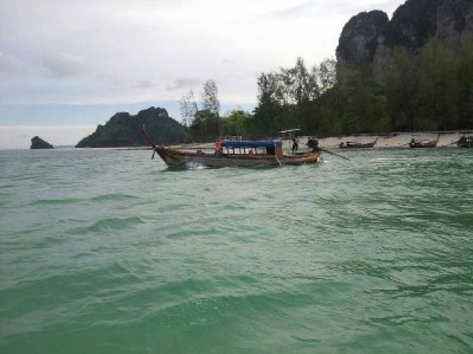 Sauvetage de la Police Marine de Krabi pour des touristes bloqués après que leur bateau soit tomb�