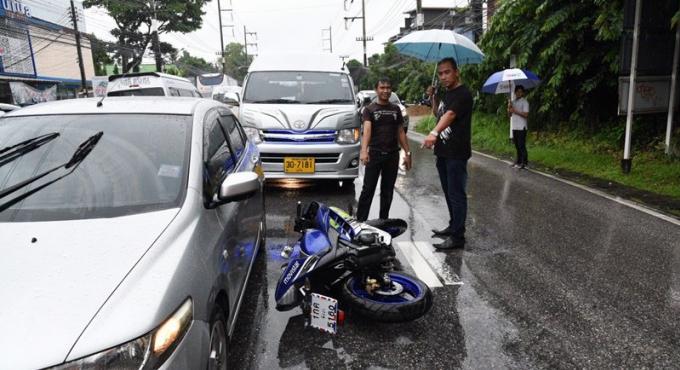 Le conducteur d'un M-Slaz se tue en chutant sous un camion