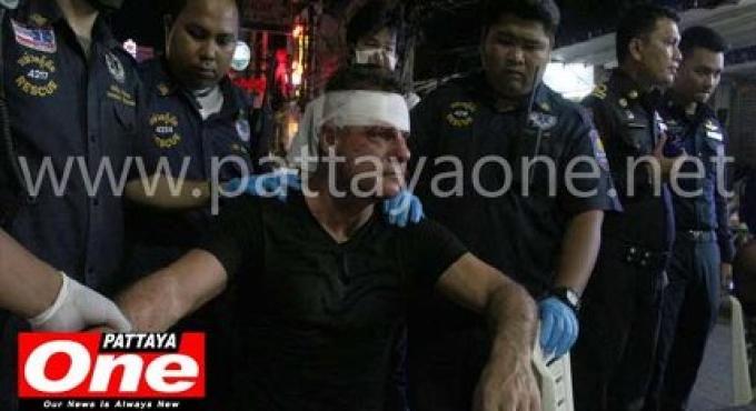 Un ladyboy à Pattaya met un coup de talon sur un touriste irlandais