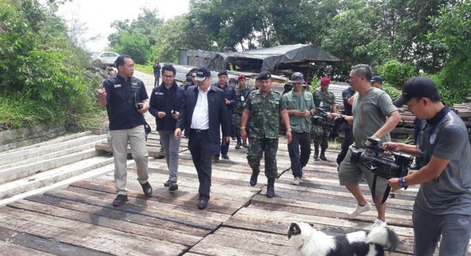 Le DSI et l'armée traquent un moine dans des villas de luxe de Phang Nga