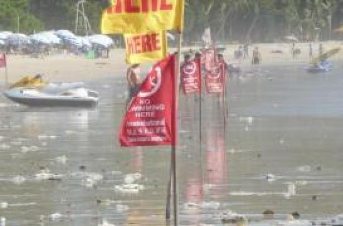 L'énorme quantité de déchets sur les plages de Phuket est normale à cette époque de l'anné