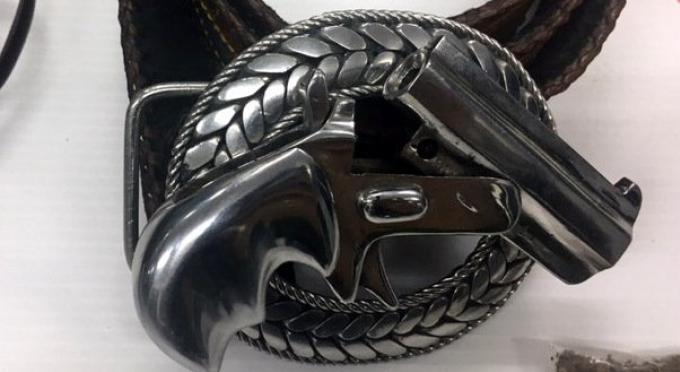 La police de Phuket demande de se méfier des boucles de ceinture imitant des revolvers