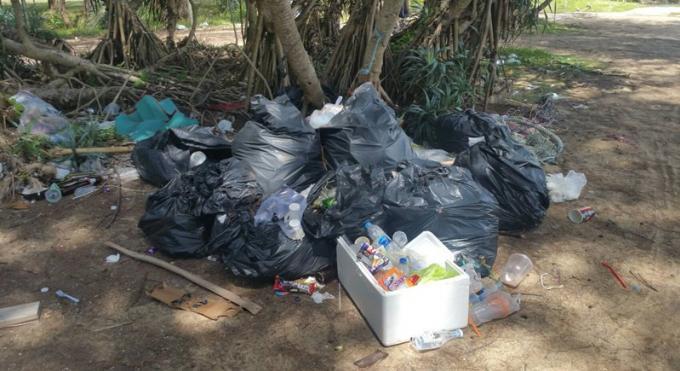 Des habitants de Phuket réclament le nettoyage des déchets sur les plages