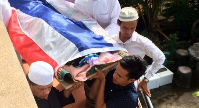 Le soldat décédé enterré à Phuket