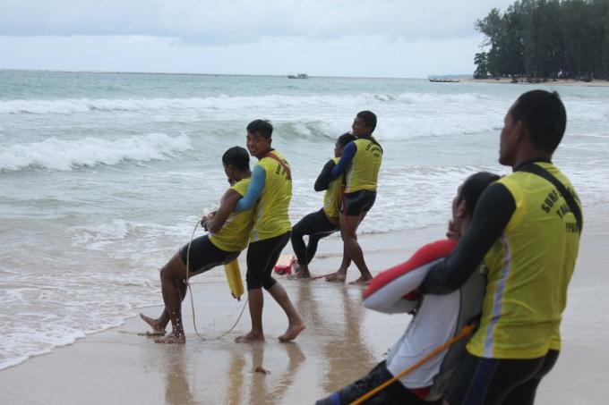 Les sauveteurs de Phuket demandent aux hôtels de participer à des formations de sauvetage en mer