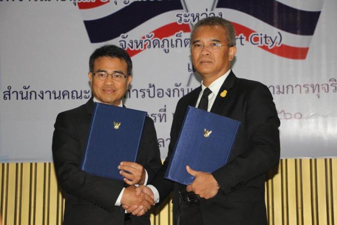 Le gouverneur de Phuket signe le premier Memorandum anti-corruption de Thaïlande