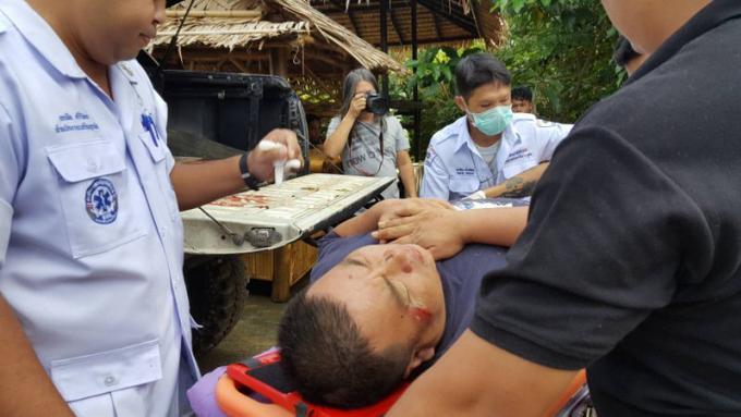 Des chinois blessés quand leurs éléphants déguerpissent pendant un trek dans la jungle