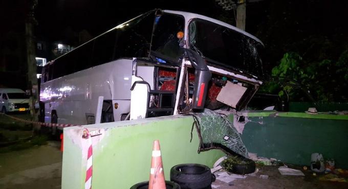 Un mort et 26 blessés dans un accident de car dans les collines de Phuket