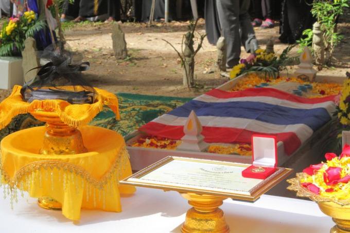 Le soldat de Phuket tué a Pattani reçoit les honneurs militaires pour sa bravoure